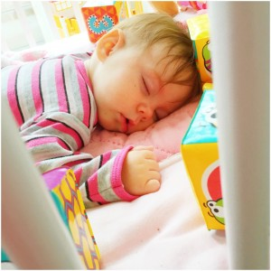 feetje slaapt
