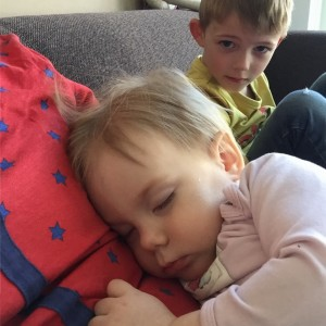 fee slaapt bij mama
