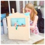 De magie van een houten tafel poppenkast