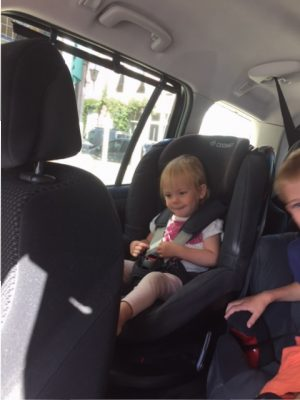 Fee in nieuwe autostoel