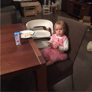 fee-wil-op-grote-stoel