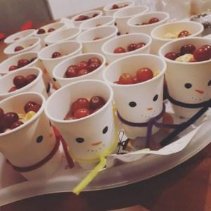 sneeuwman druiven kersthapje op school