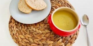 Winterse soep met aardappelen en prei
