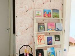 overloop make over flamingo behang en bijzettafel