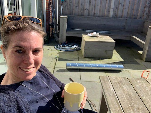 koffie drinken in de tuin 2