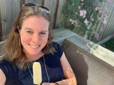 ijsje in de tuin bij clematis juut