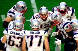GLENDALE, AZ - FEBRUARY 01:  Tom Brady #12 of the New England Patriots talks to team mates in the first quarter against the Seattle Seahawks during Super Bowl XLIX at University of Phoenix Stadium on February 1, 2015 in Glendale, Arizona.  (Photo by Jamie Squire/Getty Images)