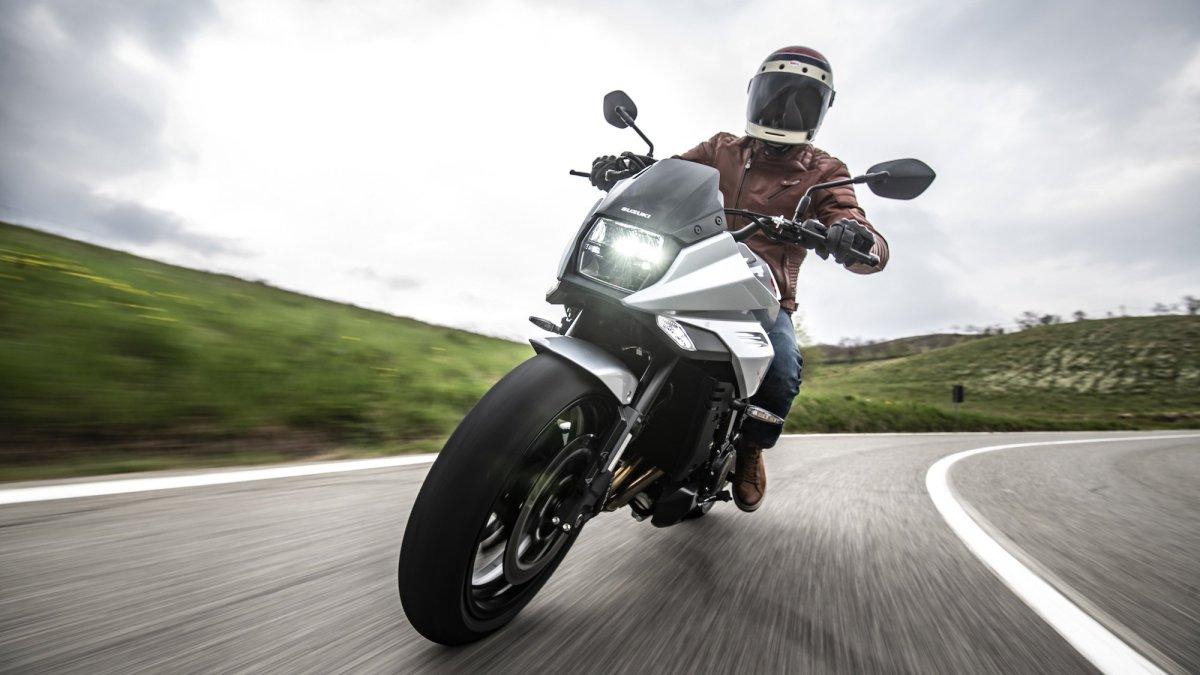 Suzuki Katana Hill Climb Tour, in moto sulle strade di montagna
