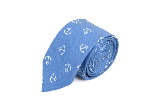 Blauwe stropdas met anker opdruk.