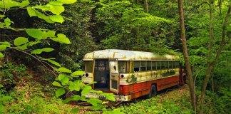 Ένα ζευγάρι μετέτρεψε ένα παλιό λεωφορείο σε κάτι φανταστικό! (Βίντεο)