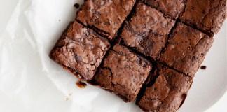 Γρήγορη Συνταγή: Ωμά Brownies με 3 μόνο Συστατικά, ιδανική για Vegans και Αθλητές