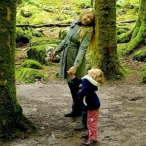 HannahvanDidden with a child