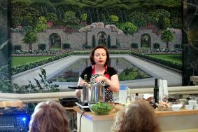 Laura Pazzaglia demonstrates Fagor Duo Pressure Cooker