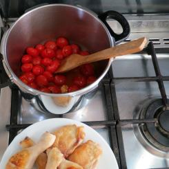 Pour tomatoes and juice in pressure cooker.