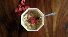 Strawberries & Cream Oatmeal - with rolled oats in the pressure cooker!