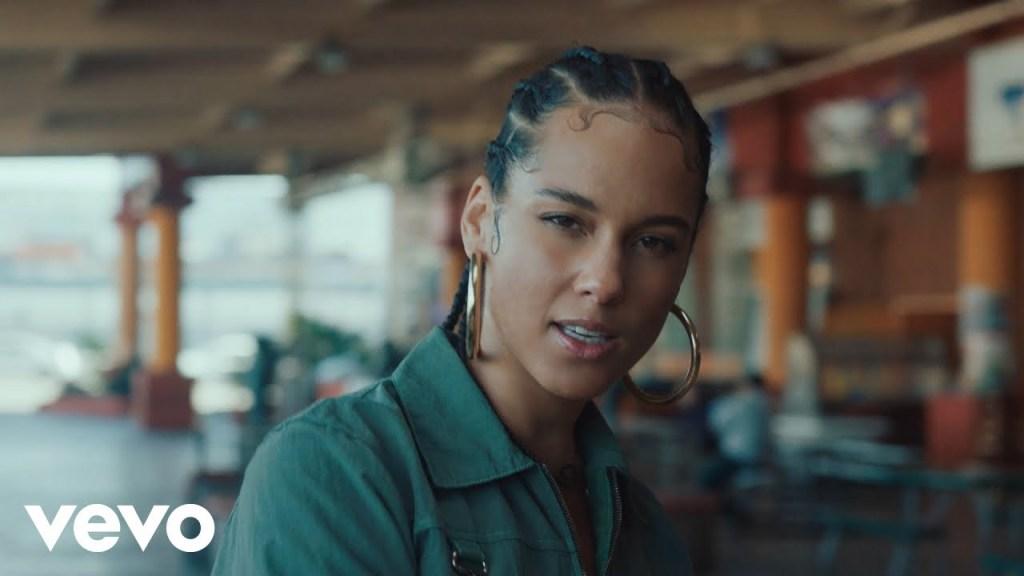 Alicia Keys – Underdog (Video)