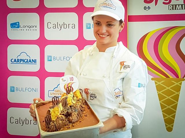Somogyi Renáta a nyertes fagyival (Fotó: Facebook/Gelato World Tour)
