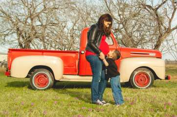 Family Maternity Photography by Courtney Santos of Awkward Eye Photography