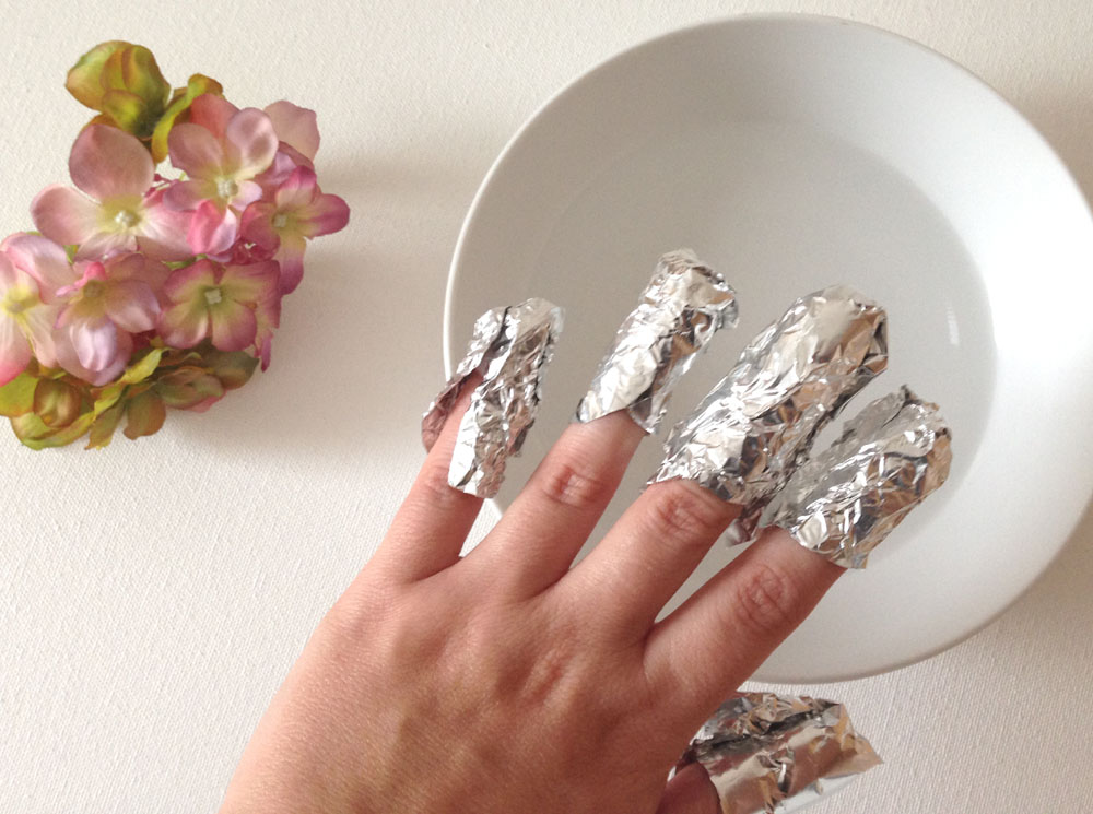 Nails Wrapped In Tin Foil To Remove Gel Polish