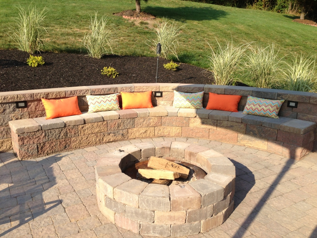 How to build a retaining wall | HireRush Blog on Patio Stone Wall Ideas  id=22720