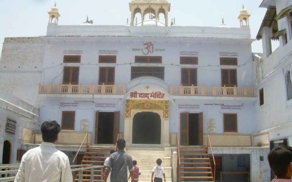 Hirnoda-Dadu-palka-dham-bichun (1)