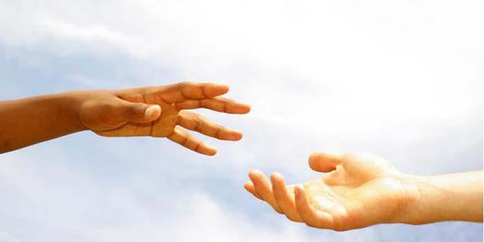 """Iman Mendorong Mereka Bersemangat  """"Mengulurkan Tangan"""""""
