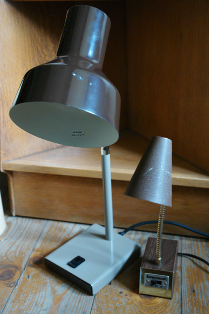 unmatching pair of vintage metal goose necked desk lamps
