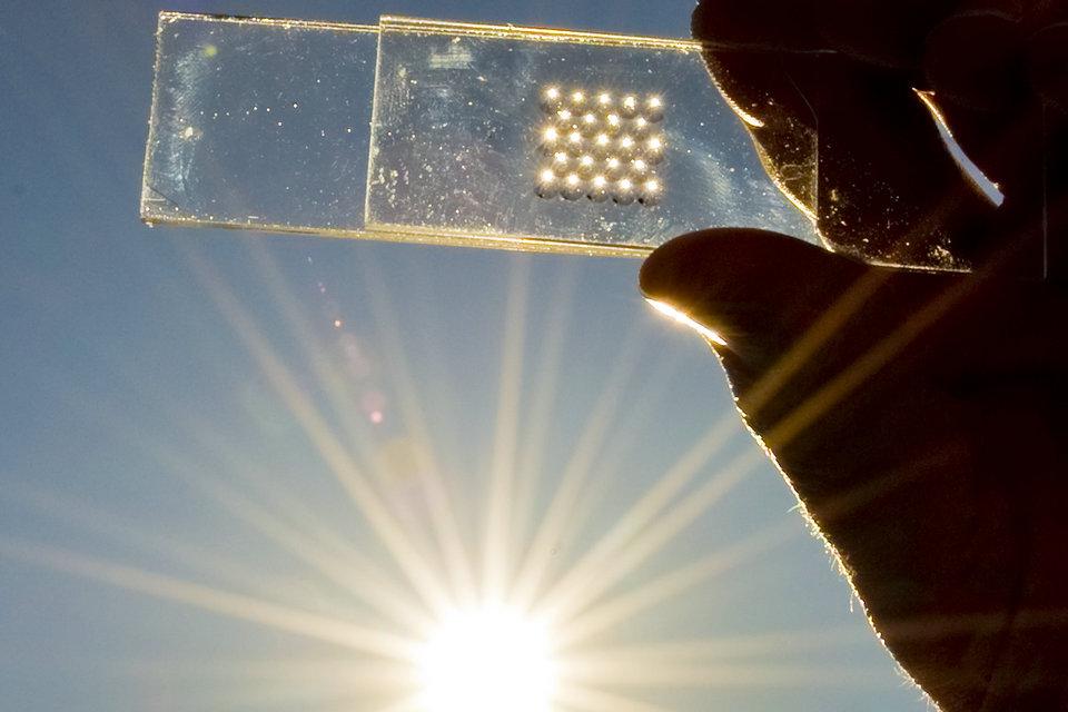 الخلايا الشمسية ذات الأغشية الرقيقة Hisour والفن تاريخ