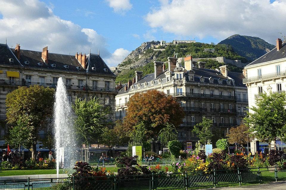 Free 3G / 4G / 5G acoperire în Roanne, France - trofeea.ro