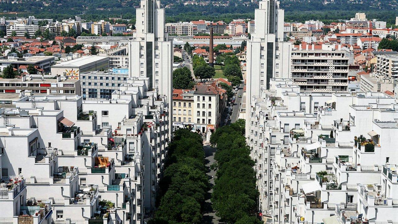 După Strasbourg, și instanța din Lyon revocă decretul care impune purtarea măștii pe stradă