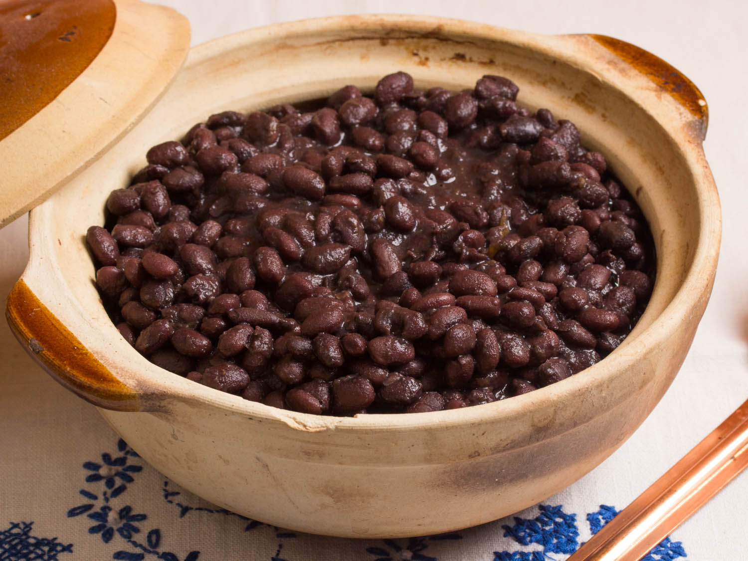 Mexican Black Beans From The Pot Frijoles De Olla Hispanic Food Network