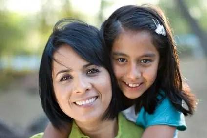hispanic_mom-daughter