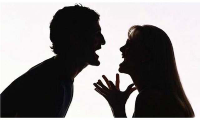 Feminismo y caradura. Un caso real: si la mujer no ejerce violencia es que la mujer es tonta