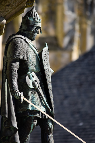 """Le duc de Normandie Richard Ier, dit """"Sans peur"""". Statue à Falaise."""