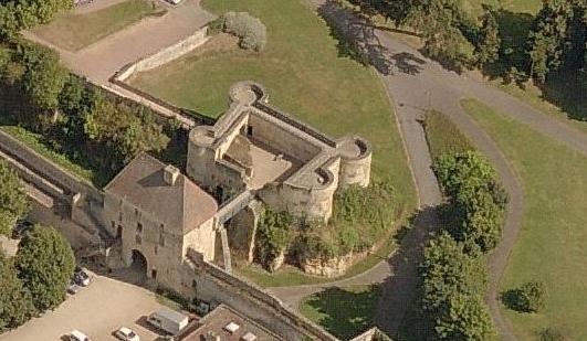 Porte des champs et barbacane du château de Caen