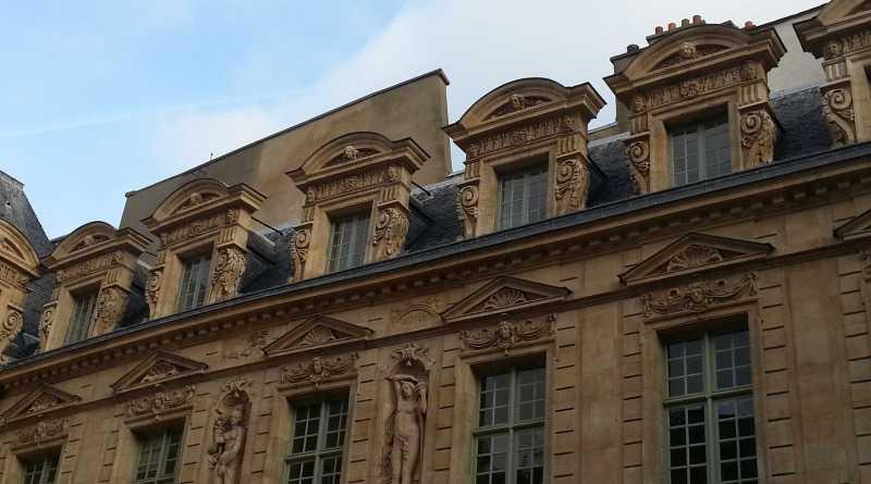 Hôtel de Sully - vue sur l'aile Est à partir de la Cour d'honneur