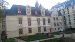 Vue de Hôtel de Sens - Bibliothèque Ferney à partir de la rue des Nonnains d'Hyères