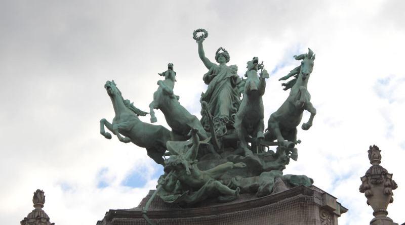 immortalité devançant le temps - statues du Grand Palais