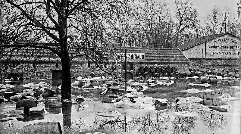 la crue centennale de 1910 inondant les entrepôts de Bercy