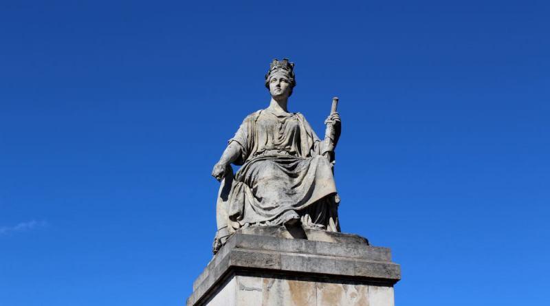 statue de Paris sur le pont du Carrousel