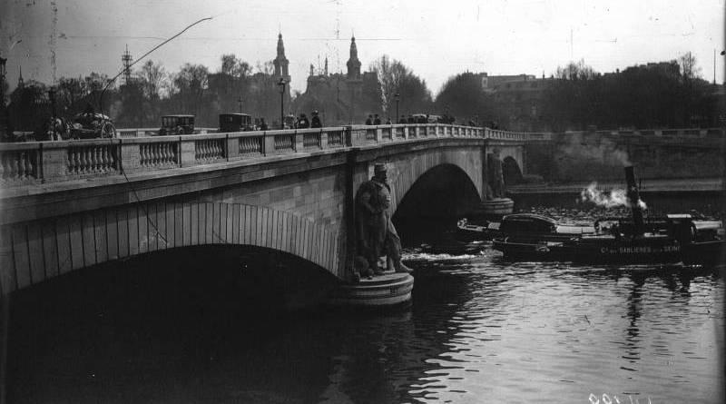 la secheresse à Paris en 1921 - photographie de l'agence Meurisse au pont de l'Alma