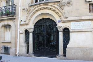 porte de l'hôtel Monttessuy