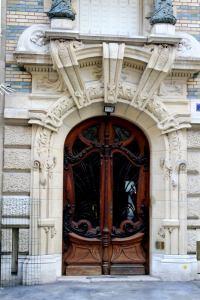 porte de l'immeuble de Lavirotte au square rapp