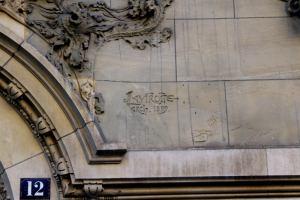 signature de Jules Lavirotte sur l'Hôtel Monttessuy