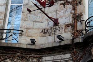 signature de Jules Lavirotte sur le Céramic Hotel