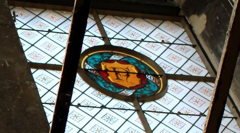 numéro de Nicolas Flamel dans les vitraux de la Tour Saint Jacques