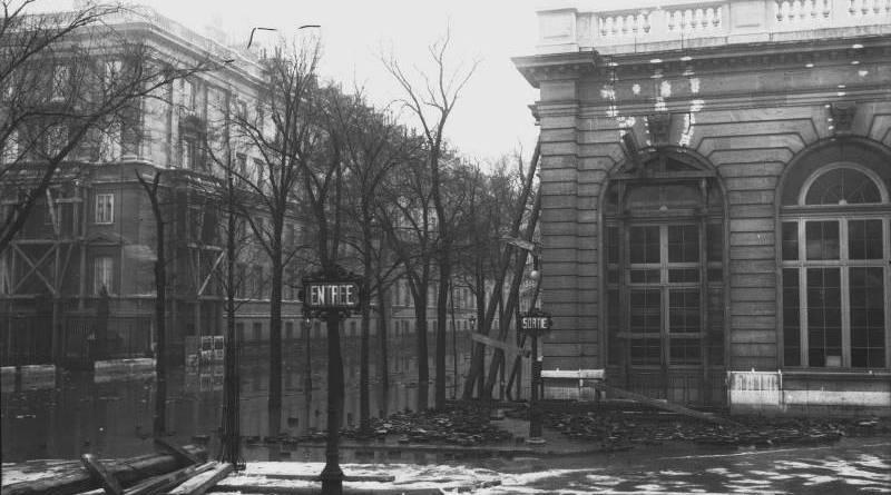 Gare des Invalides et rue Constantine en janvier 1910