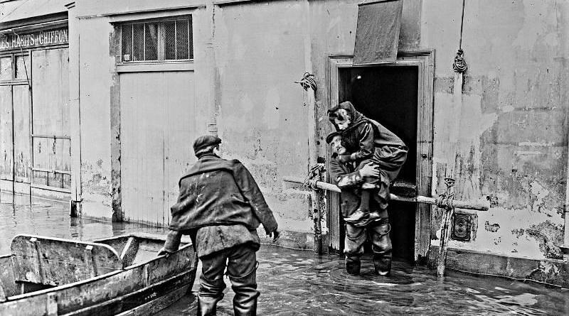 sauvetage sur le quai de la Tournelle en janvier 1910