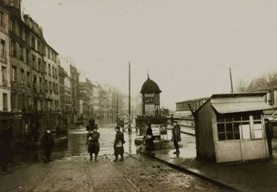vue du quai des Grands Augustins au niveau de la place Saint Michel en janvier 1910
