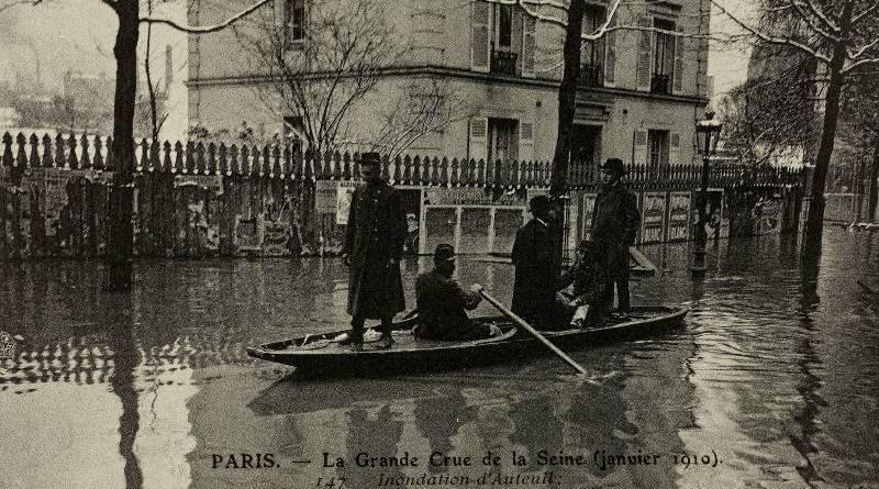 Inondation d'Auteuil les sapeurs du génie portent secours aux habitants